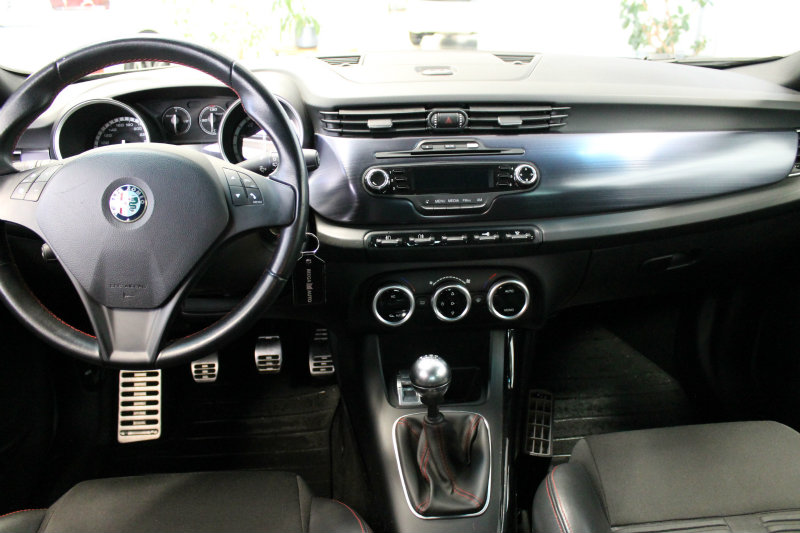 Alfa Romeo Quadrifoglio >> Vaihtoautot Alfa Romeo Giulietta Quadrifoglio Verde 1750 Tbi